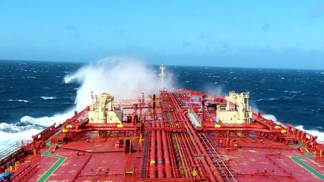 tanker breaking the wave - nave cisterna video stock e b–roll