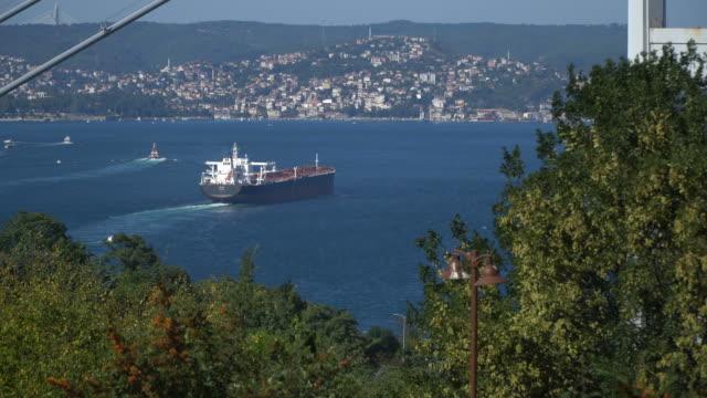 Boğaz'ın geçen tanker video