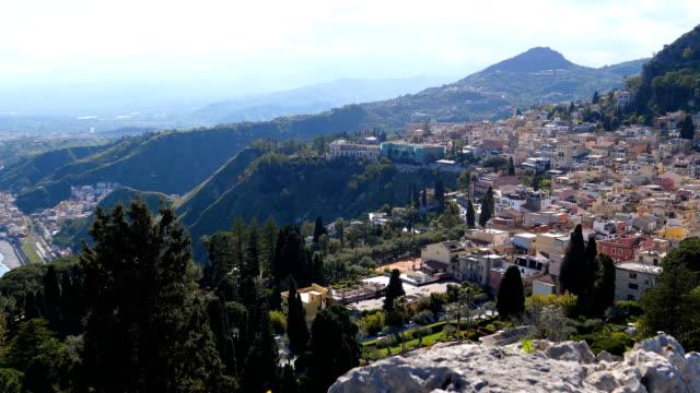 Bидео Taormina panorama from sea to amphitheatre