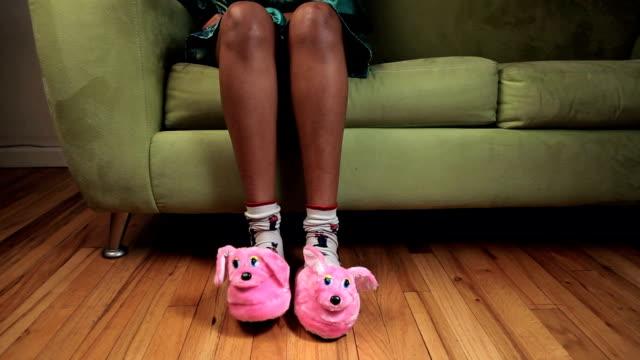 maschiatura pantofole - picchiettare video stock e b–roll
