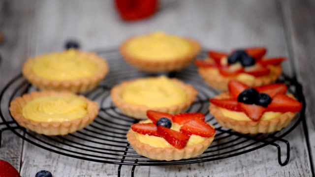 Tartlets with custard, strawberries and blueberries.