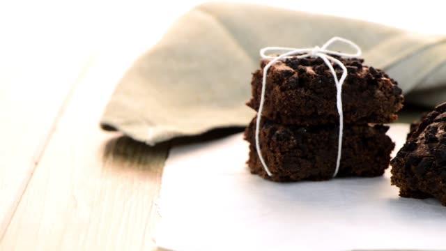 välsmakande choklad brownies - brownie bildbanksvideor och videomaterial från bakom kulisserna