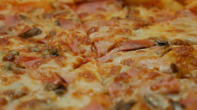 vídeos de stock e filmes b-roll de tasty food italian pizza surface with cheese and bacon close-up 4k video - comida salgada