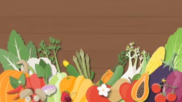 木製の背景の上に落ちておいしい季節の野菜 - 体への関心点の映像素材/bロール