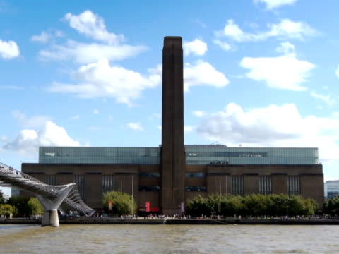 Tate Modern and the Millenium Bridge video