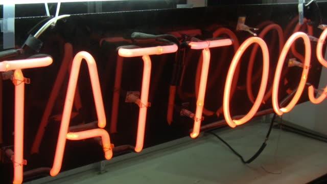 tatuaże - tatuaż filmów i materiałów b-roll