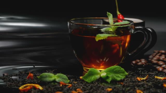 vídeos y material grabado en eventos de stock de té y café con menta y ají - cayena guindilla roja