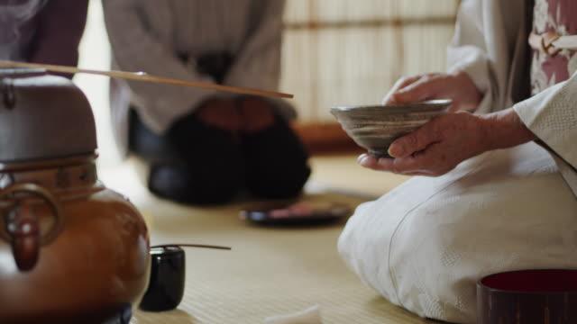 tea ceremony host stirring tea - tradycja filmów i materiałów b-roll