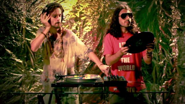 dj al lavoro - hippy video stock e b–roll