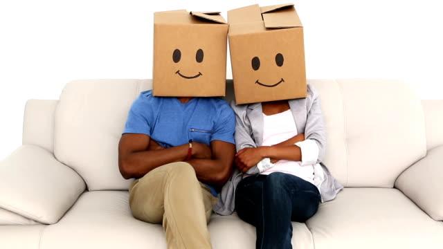 team-sitzung mit emoticon boxen auf ihren köpfen - 20 24 jahre stock-videos und b-roll-filmmaterial