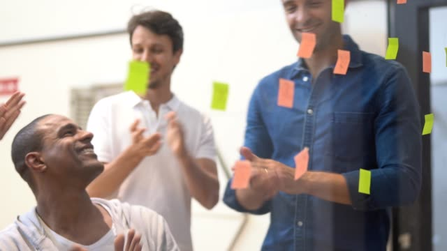 team working from sticky notes - efficacia video stock e b–roll
