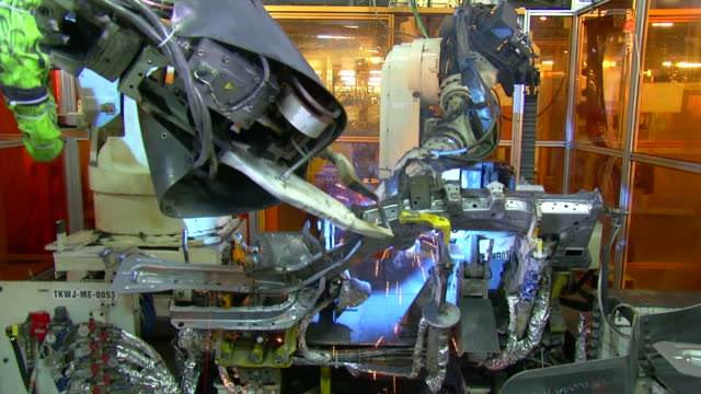 Technology of Automobile Factory, Robots in Factory video