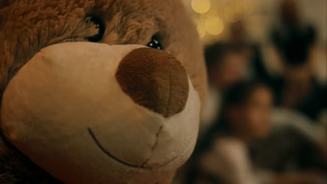 vídeos de stock, filmes e b-roll de urso de pelúcia no natal - agradecimento