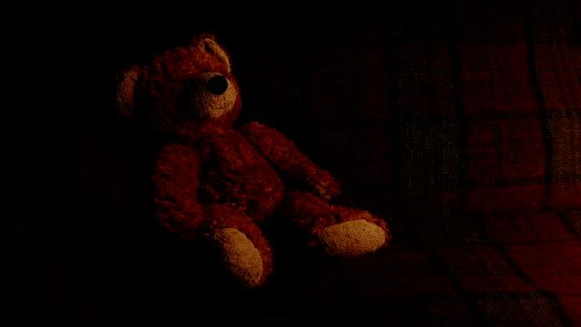 vídeos de stock e filmes b-roll de teddy on sofa in firelight - teddy bear