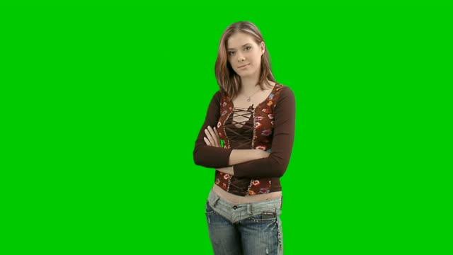 vidéos et rushes de teen fille posant au studio photo-image - 18 19 ans