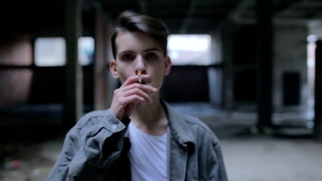 stockvideo's en b-roll-footage met tiener stootslag - ongezond leven