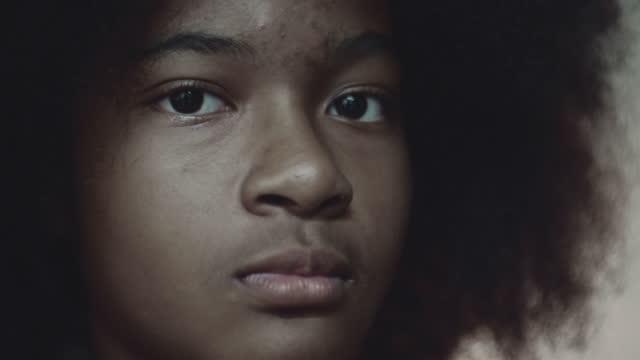 genç duygu - kızlar stok videoları ve detay görüntü çekimi