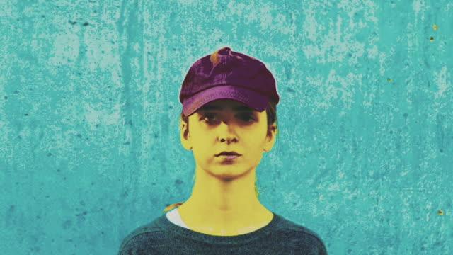 Rotation de portrait de fille adolescente - Vidéo