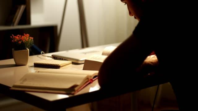 teenager studying late at night - esame università video stock e b–roll