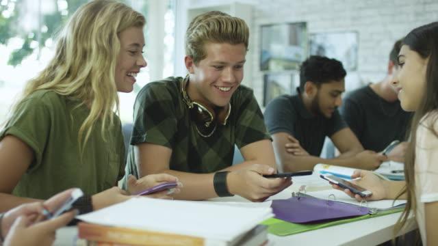 Jugendlichen zusammen – Video