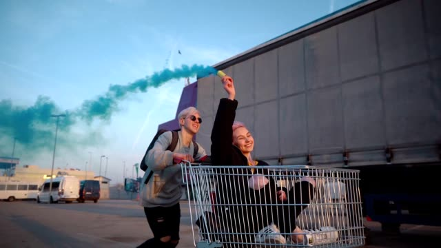 teens in exciting ride with shopping cart - поколение z стоковые видео и кадры b-roll