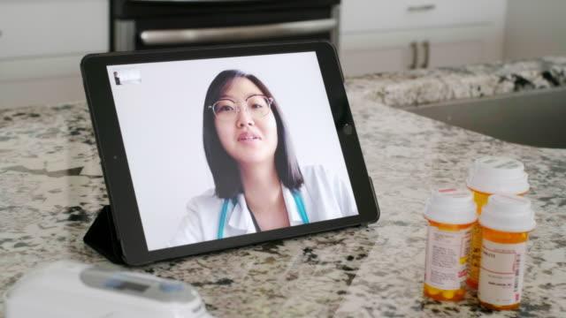 teletıp sanal doktor ziyareti - ziyaret stok videoları ve detay görüntü çekimi