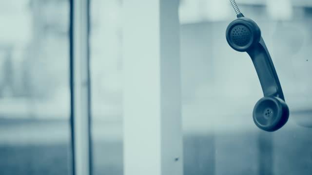 stockvideo's en b-roll-footage met telefoonhoorn. - hangen