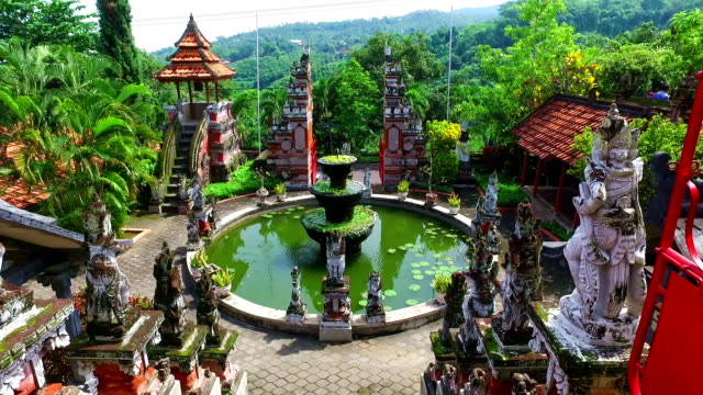 vidéos et rushes de temple de brahma vihara arama banjar bali, indonésie - indonésie