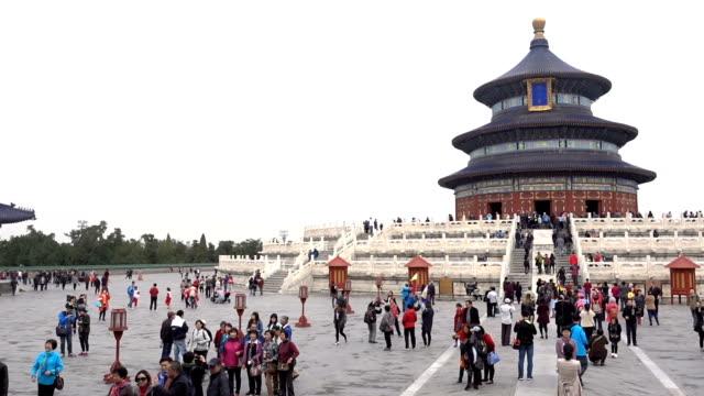 temple of heaven time lapse in beijing - верующий стоковые видео и кадры b-roll