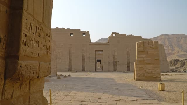 temple of medinet habu. egypt, luxor. - tempio video stock e b–roll