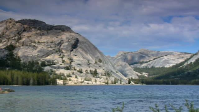 stockvideo's en b-roll-footage met tenaya lake in yosemite national park - natuurgrond
