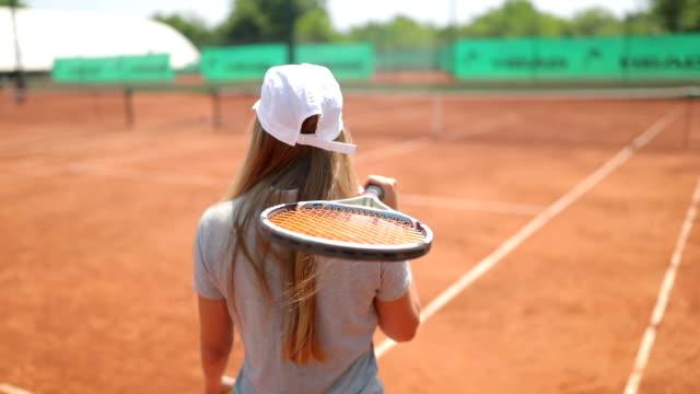 vídeos y material grabado en eventos de stock de tenista en acción - tenis