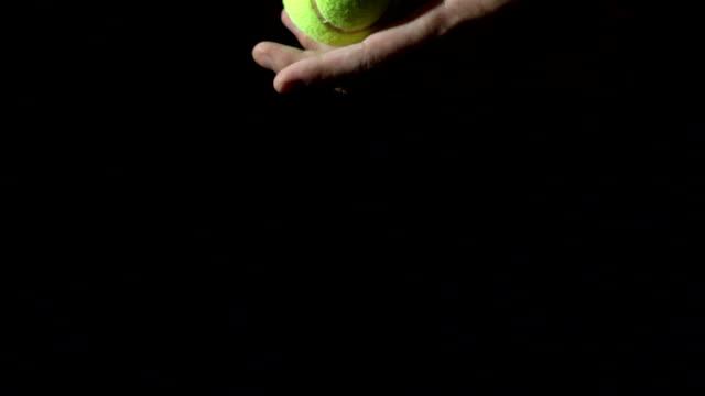 テニスブラックを背景にしています。 - テニス点の映像素材/bロール