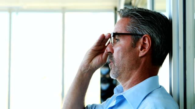 spända manliga verkställande gnugga ögonen 4k - work stress bildbanksvideor och videomaterial från bakom kulisserna