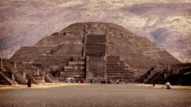 teotihuacan aztec pyramid, mexico - pyramidform bildbanksvideor och videomaterial från bakom kulisserna