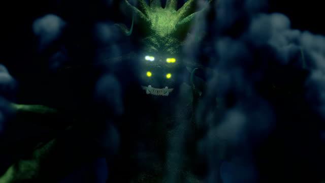 6 terrifiante aux yeux de monstre ou alien se cachant dans la fumée - Vidéo