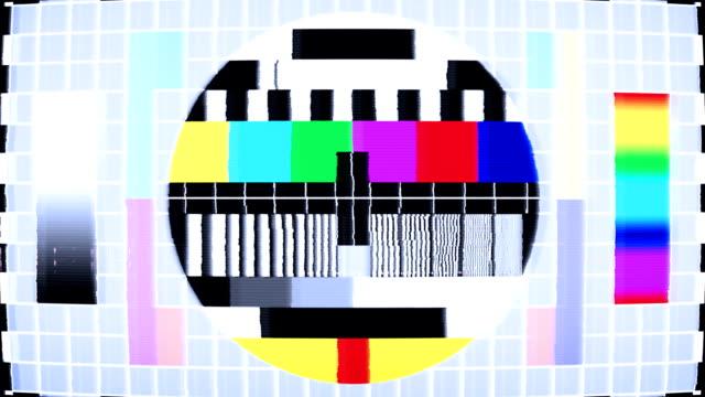 vidéos et rushes de test téléviseur à écran plat avec des barres de couleur - image teintée