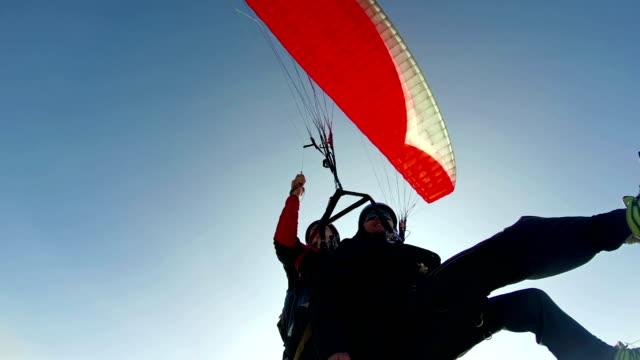 test tandem paragliding - парапланеризм стоковые видео и кадры b-roll