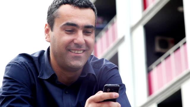 stockvideo's en b-roll-footage met text messaging - overhemd en stropdas