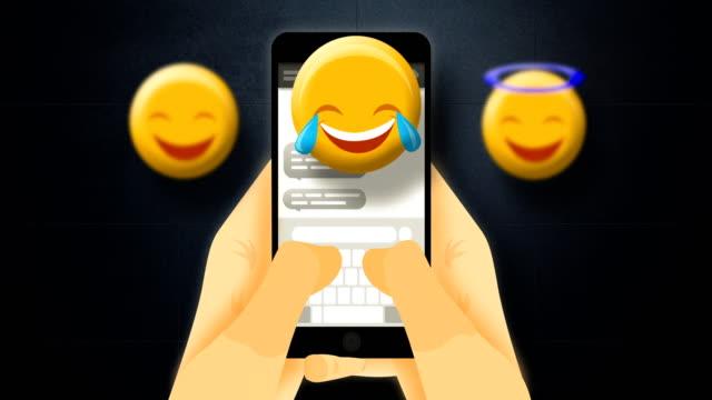 sms in smartphone - schriftrolle stock-videos und b-roll-filmmaterial
