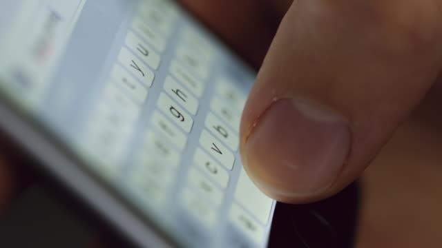 vidéos et rushes de textos d'ecu sur un périphérique smartphone - message