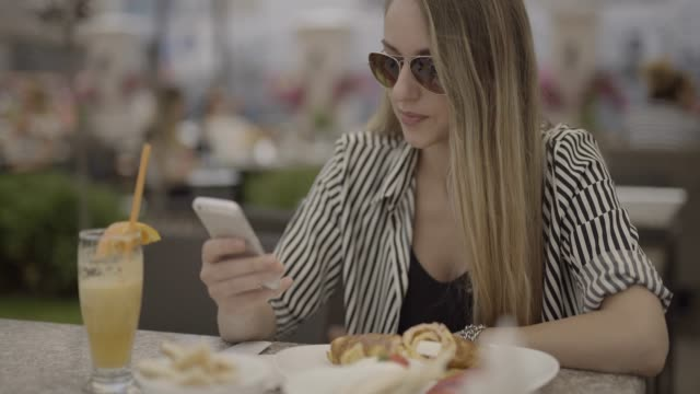 Texting on the lunch break video