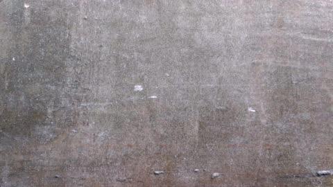 trama del vecchio muro girato da smart phone camion girato - calcestruzzo video stock e b–roll
