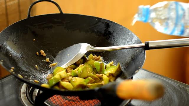 Thai basil leaves food method video