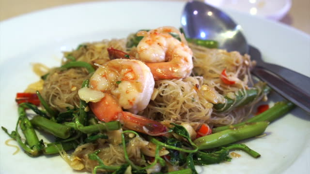 Thai Chinese fusion cuisine, stir fried noodle with vegetable and shrimp Thai Chinese fusion cuisine, stir fried noodle with vegetable and shrimp electron micrograph stock videos & royalty-free footage