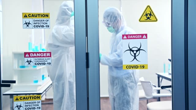 thai scientist team har forskat och arbetar med coronavirus bota i laboratoriet. asiatisk läkare undersöker prover och tillämpa ett vaccin mot virusinfektion. - corona vaccine bildbanksvideor och videomaterial från bakom kulisserna