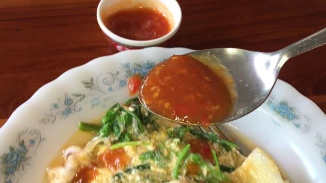 thai style fried suki - соус стоковые видео и кадры b-roll