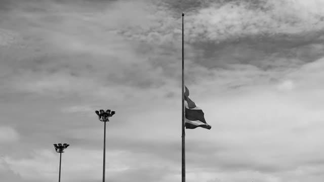 stockvideo's en b-roll-footage met thailand verloren belangrijk - funeral crying