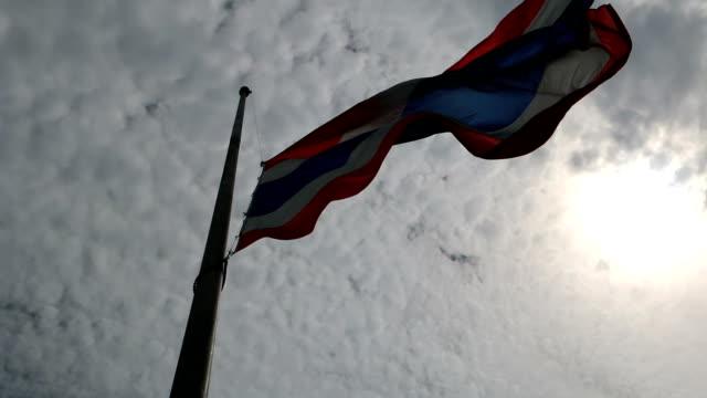 stockvideo's en b-roll-footage met thailand verloren - funeral crying