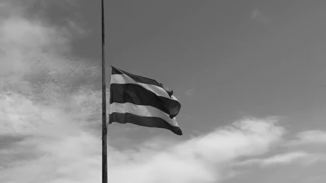 stockvideo's en b-roll-footage met thailand verloren. - funeral crying